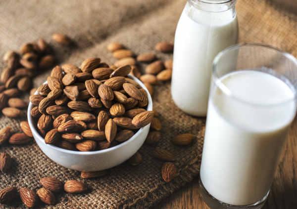 lait d'amandes ou autres laits végétaux - le bon substitut