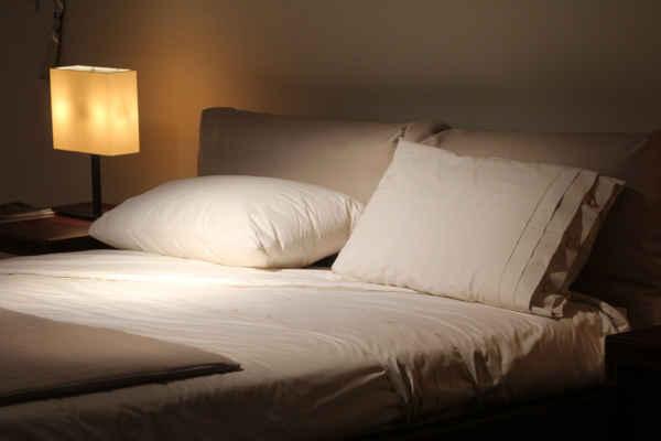 où mettre la tête de lit pour bien dormir